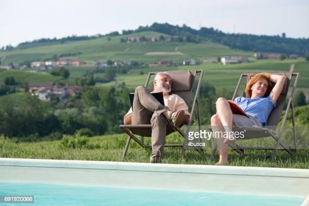 Familienurlaub in der Region Langhe, Piemont, Italien: entspannen am Pool