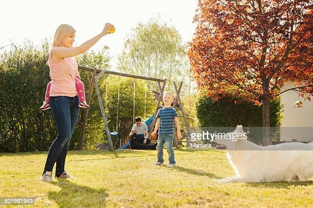 family in garden training dog - training grounds imagens e fotografias de stock