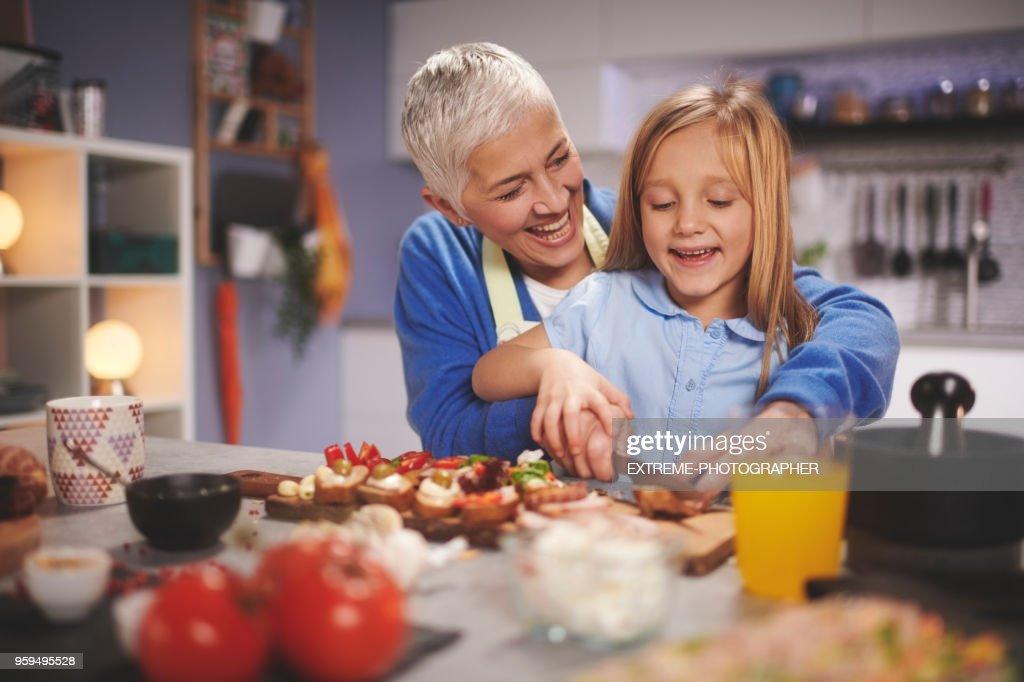 Familie in der Küche : Stock-Foto
