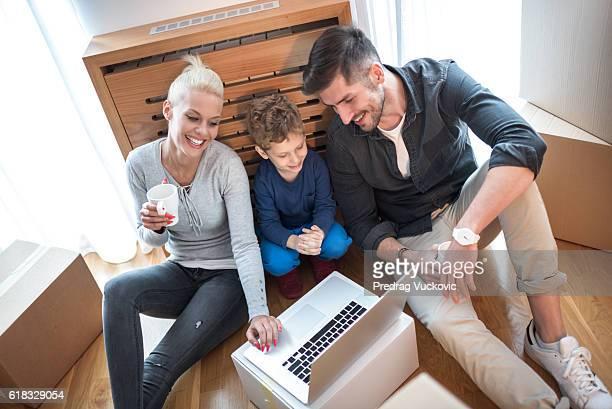 Familie in ihrer neuen Heimat