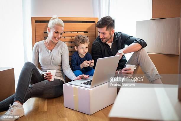Familie in ihrem neuen Haus