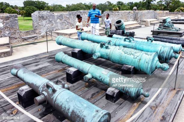 A family looking at cannons at the Castillo de San Marcos National Monument