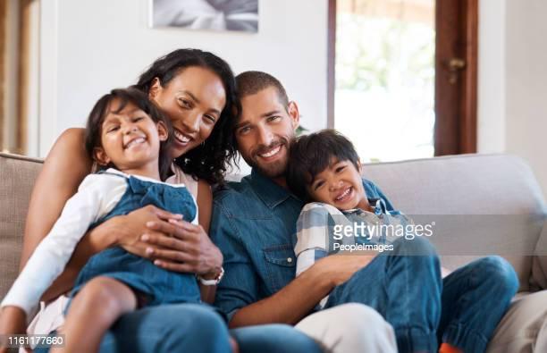 familie bedeutet uns alles - person gemischter abstammung stock-fotos und bilder