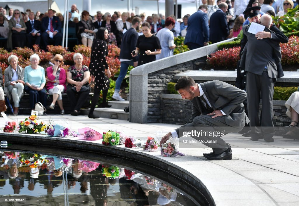 A Memorial Service Is Held On The 20th Anniversary Of The Omagh Bombing : Nachrichtenfoto
