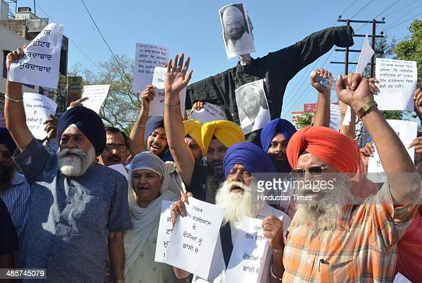 Family members of 1984 AntiSikh riots victims protesting against the Congress candidate from Amritsar on April 20 2014 in Amritsar India In the clash...