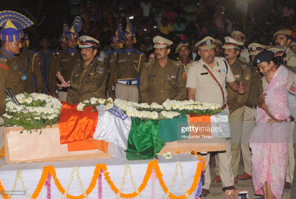 IND: Pulwama Terror Attack: Last Rites Of Martyred CRPF Jawans Performed With Full State Honour