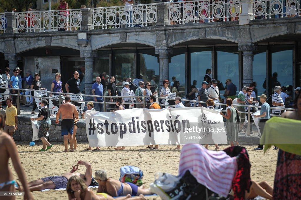 Relatives of ETA prisoners protest in San Sebastian : Fotografía de noticias