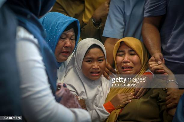 TOPSHOT Family members of the crashed Indonesian Lion Air JT610 react at Pangkal Pinang airport in Bangka Belitung province on October 29 2018 An...