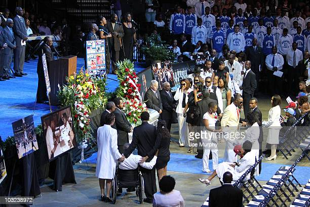 Family members pass by the casket of Lorenzen Wright during a memorial service honoring the life of Lorenzen Wright on August 4 2010 at FedExForum in...