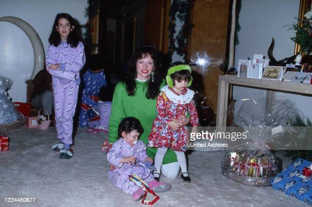 Family membes of Arab business man Adnan Kashoggi at New York, USA 1986.