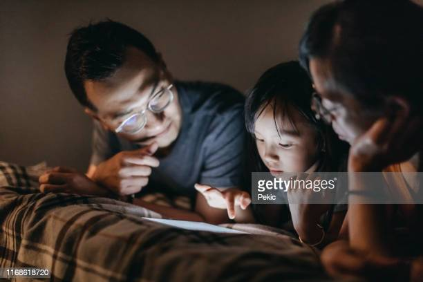 family movie night before sleeping - daughters of darkness stock pictures, royalty-free photos & images