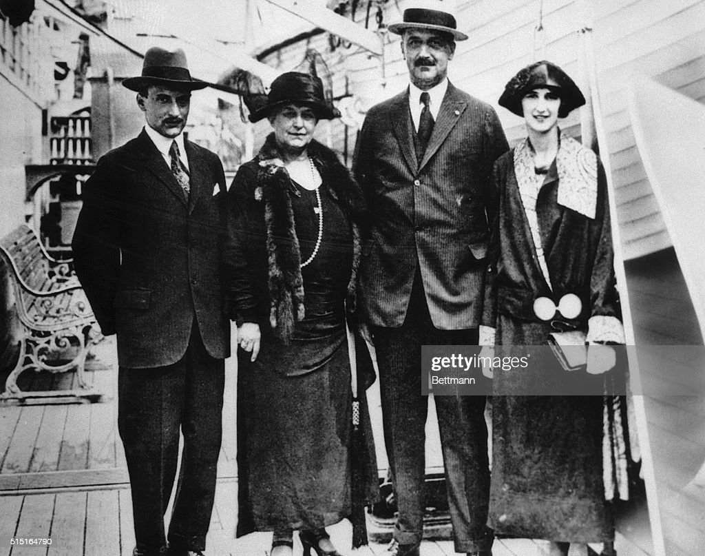 Amadeo Peter Giannini and Family : News Photo