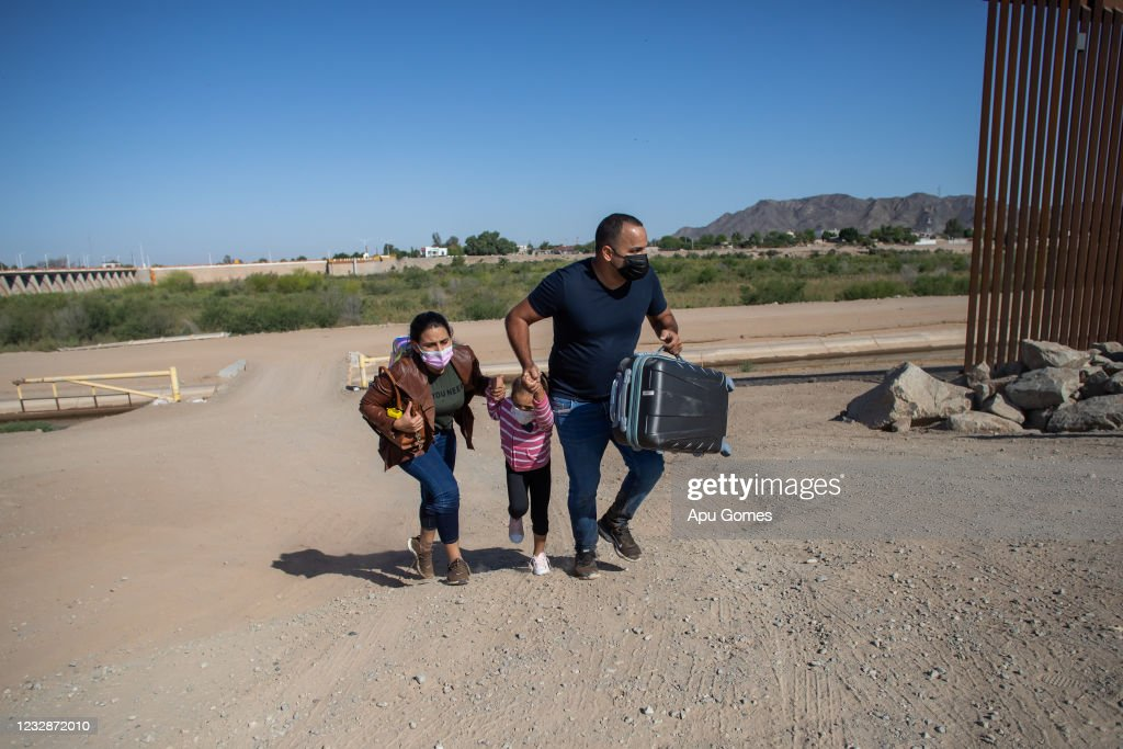 Migrants Continue To Cross Southern Border As Biden Administration Grapples With Surge : News Photo