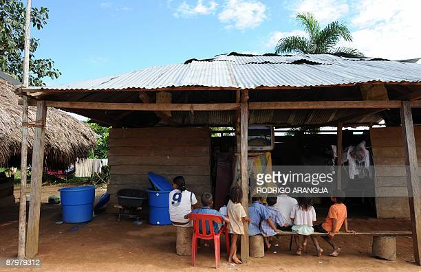 Family of displaced natives of the Guayabero ethnic group May 23, 2009 at El Barrancon, near San Jose del Guaviare, southeastern Colombia, on May 24,...