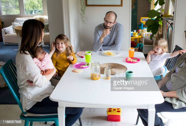 family of five eating at kitchen table. - 固定観念 ストックフォトと画像
