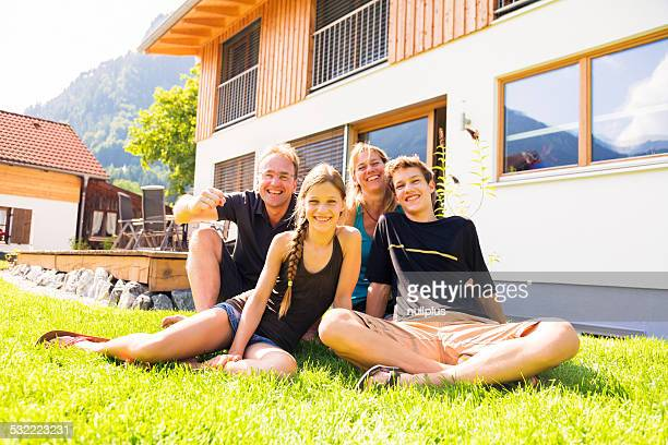 Familie von vier in Ihrem Hinterhof