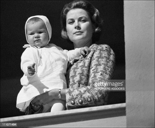 Family Of Monaco At Balcony Of Palace - Stephanie In The Arms Of Her Mother Grace In Monaco On March 20, 1966