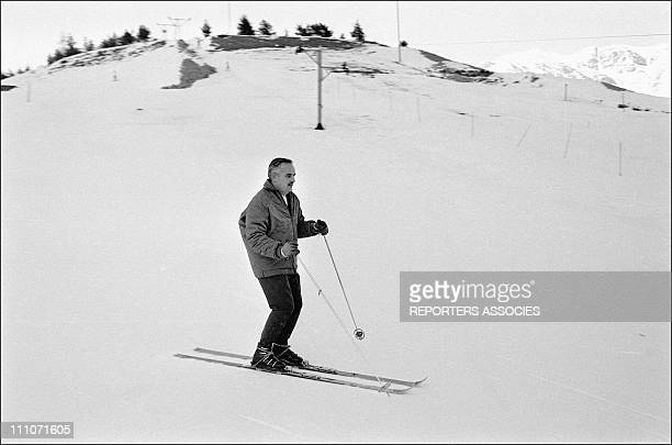 Family Of Monaco Skiing At Auron Prince Rainier Skiing In Auron France On January 10 1964