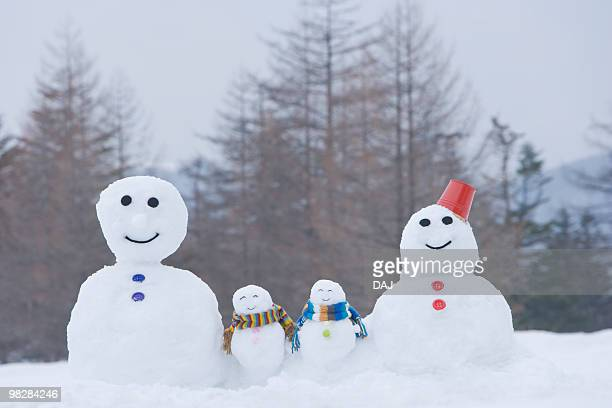 Family of snowmen