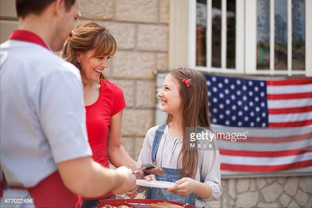 family on independence day - fourth of july stock pictures, royalty-free photos & images