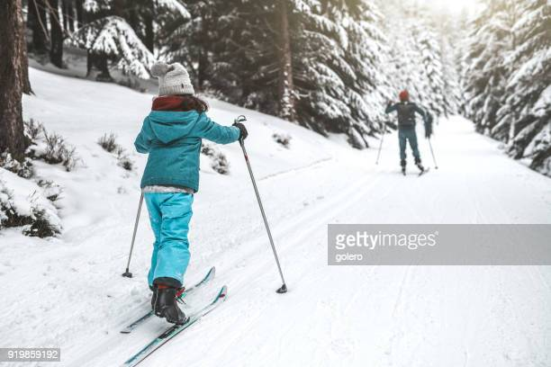 family on ski in the snowy forrest - nordic skiing event stock pictures, royalty-free photos & images