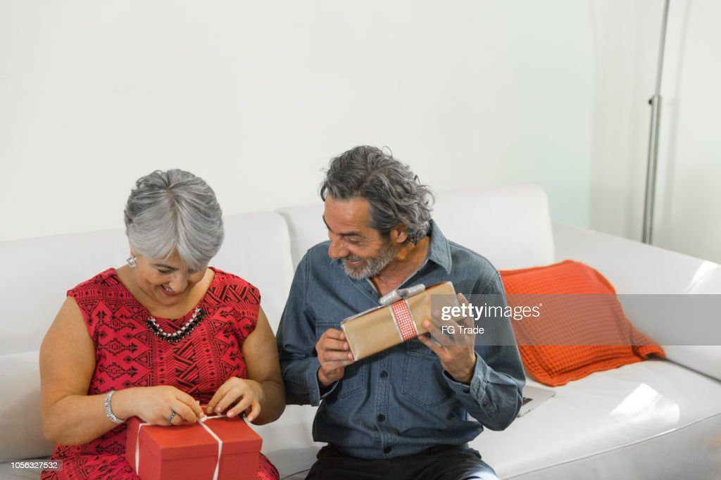 Family on the living room exchancing christmas presents : Stock Photo