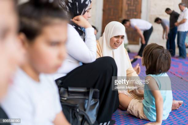 family on travel - mosque stock pictures, royalty-free photos & images