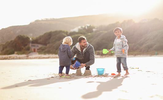 Family on winter beach. - gettyimageskorea