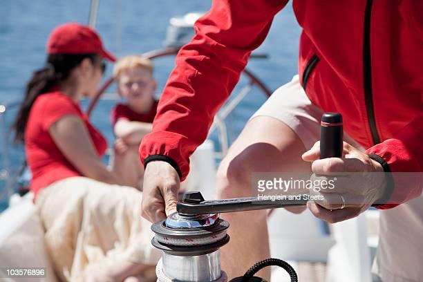 family on yacht - 滑車 ストックフォトと画像