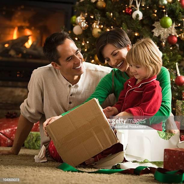 Familie Eröffnung Geschenke Weihnachten in