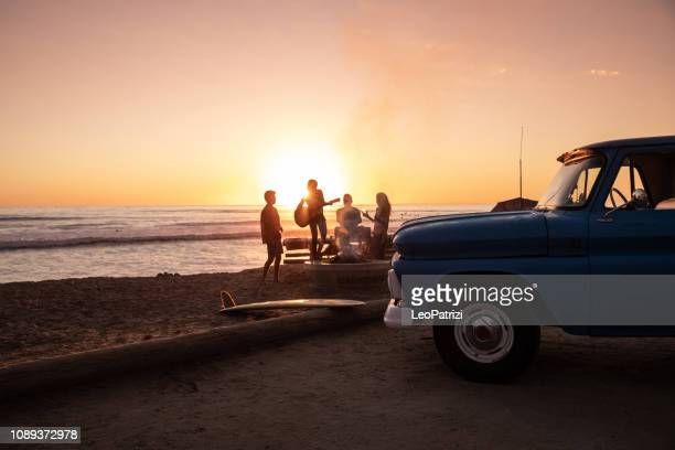 family party on the beach in california at sunset - califórnia imagens e fotografias de stock