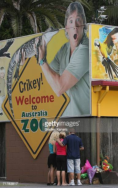 Family pays their respects to Steve Irwin, known as the Crocodile Hunter, at his famous Australia Zoo September 4, 2006 in Beerwah, on the Sunshine...