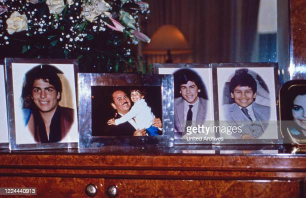 Family photographs from Adnan Khashoggi at his desk in his office at Olympic Tower in New York, USA 1986.