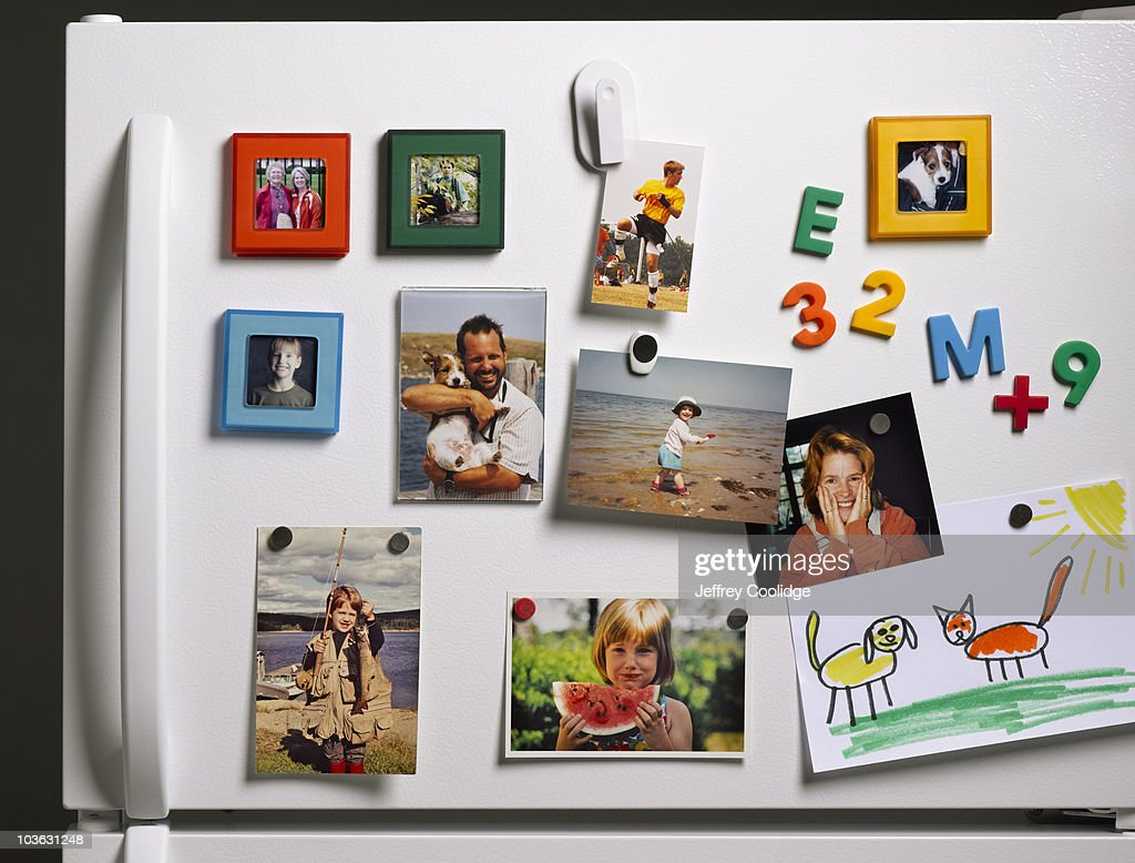 Family Photos on Refrigerator : Foto de stock