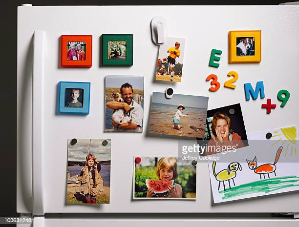 family photos on refrigerator - fotografie stock-fotos und bilder