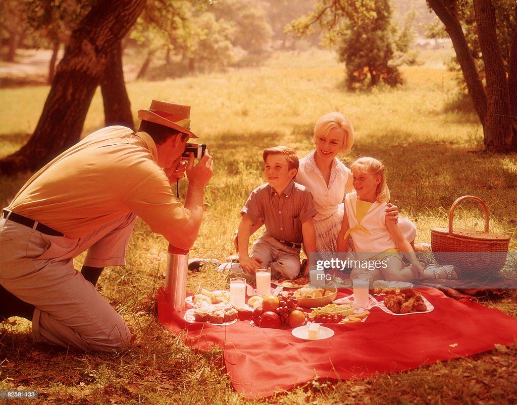 Family Picnic : Photo