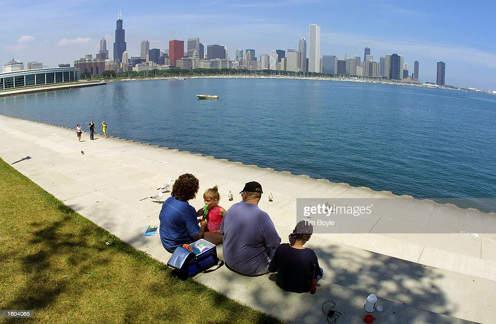 A Family Picnics In The Shade July 24 2001 Along Chicago S Lakefront