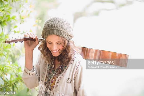 family - alleen één mid volwassen vrouw stockfoto's en -beelden
