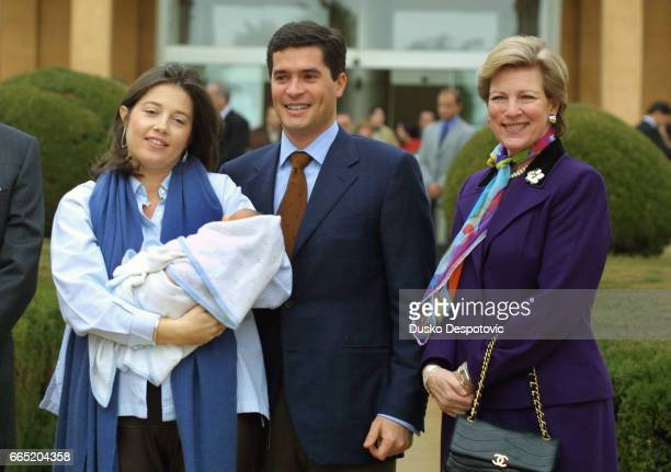 Family picture of Princess Alexia her husband Carlos Morales and Queen AnneMarie with their first baby Arrieta | Location Barcelona Spain
