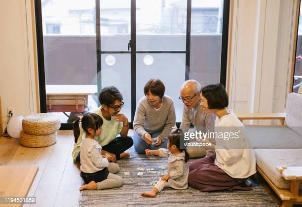 家族のトランプ - ゲーム ストックフォトと画像