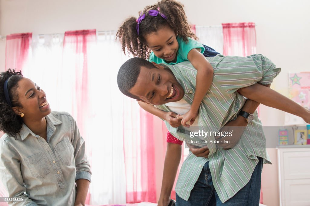 Family playing in bedroom : Foto stock