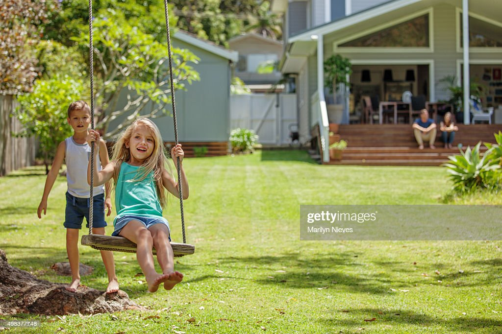 family playing outdoors : Stockfoto