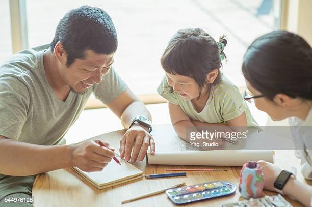 自宅のご家族でご一緒に - 3人 ストックフォトと画像
