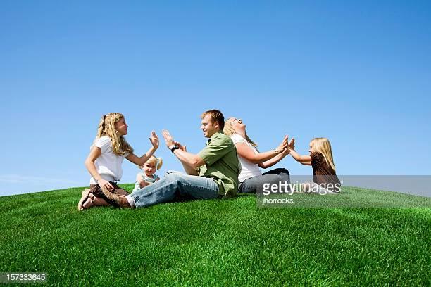 Un moment de loisir en famille dans le parc