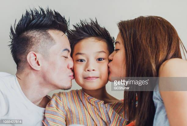 family portrait of an asian family - family with one child stock pictures, royalty-free photos & images