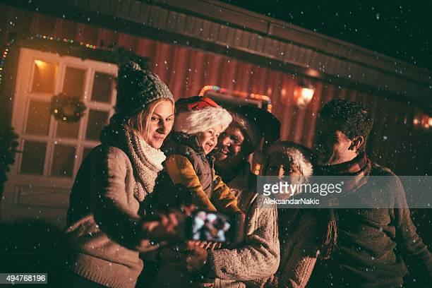 Familien portrait auf dem ersten Schnee