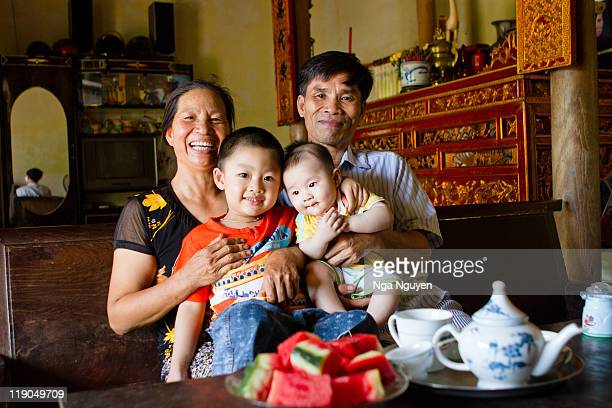 family portrait - nga nguyen stock pictures, royalty-free photos & images