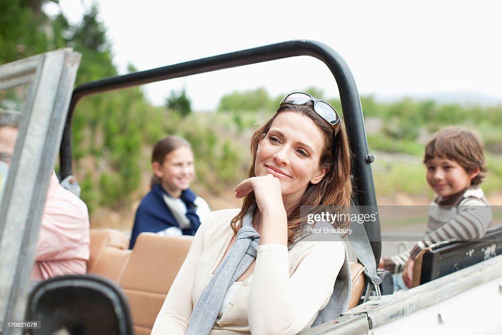Familie Reiten im Fahrzeug : Stock-Foto