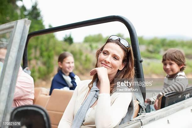 Familie Reiten im Fahrzeug