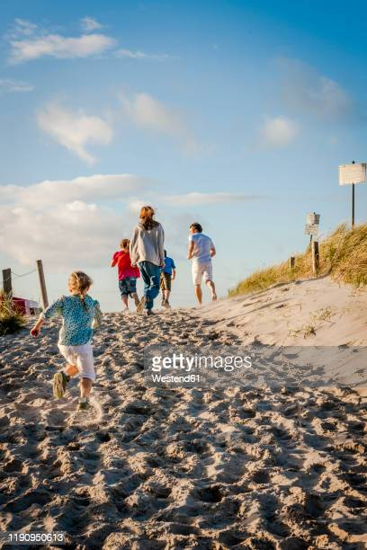 family running from a beach, darss, mecklenburg-western pomerania, germany - mecklenburg vorpommern stock pictures, royalty-free photos & images